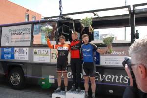 """""""Zo vader, zo zoon"""", beiden nu winnaar van de Omloop Hoeksche Waard. Erik Dekker 2015 (Amateurs)"""